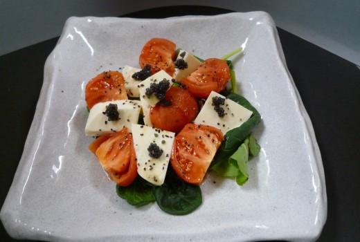フルーツトマトとモツッアレラチーズのサラダ